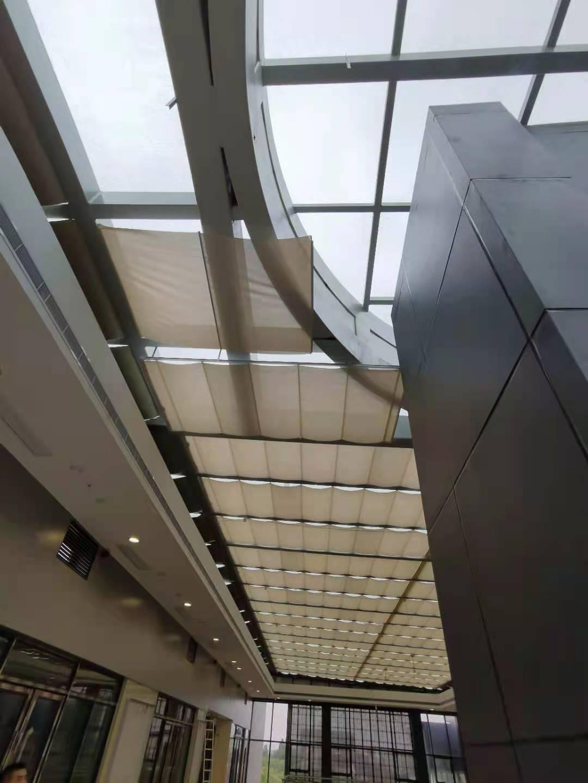 界龙商业街玻璃钢结构观光电梯项目